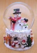 """Снежный шар музыкальный """"Снеговики"""", диаметр 6,5 см."""